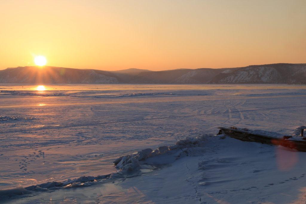 Tramonto sul lago Baikal, uno dei più bei paesaggi del viaggio