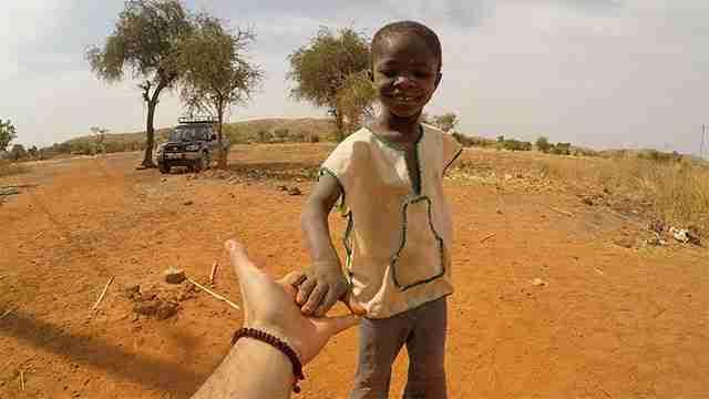 Goccia dopo goccia. Portando acqua in Burkina Faso (Africa)